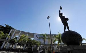 statue-hilderaldo-bellini-devant-stade-maracana-rio-janeiro-16-juin-2010-1537046-616x380